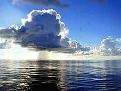 Фотообои для рабочего стола  Название фонового рисунка: Облака над водой