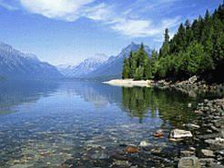 Фотообои для рабочего стола  Название фонового рисунка: Чистое озеро в горах